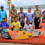 8 Dignitaries with Surfers-4613